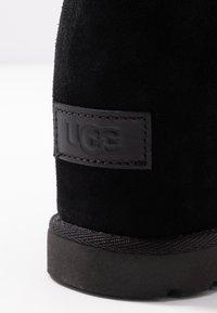 UGG - CLASSIC FEMME MINI - Ankelboots - black - 2