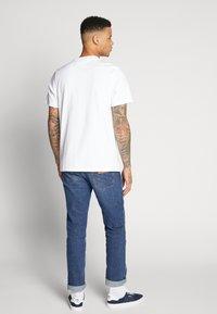 adidas Originals - ADICOLOR PREMIUM SHORT SLEEVE TEE - Triko spotiskem - white - 2