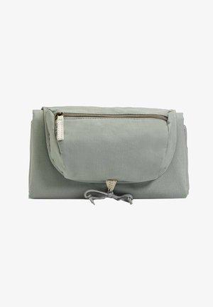 Taška na přebalování - green