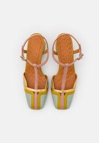 Chie Mihara - VORITA - Classic heels - salvia/powder/curry/tana gold - 4