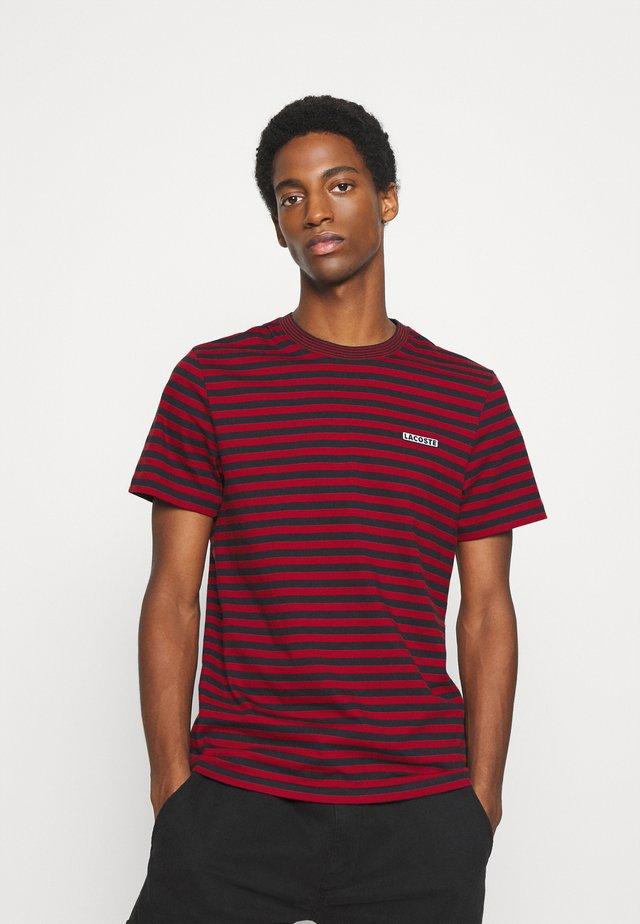 T-shirt imprimé - alizarine/abimes