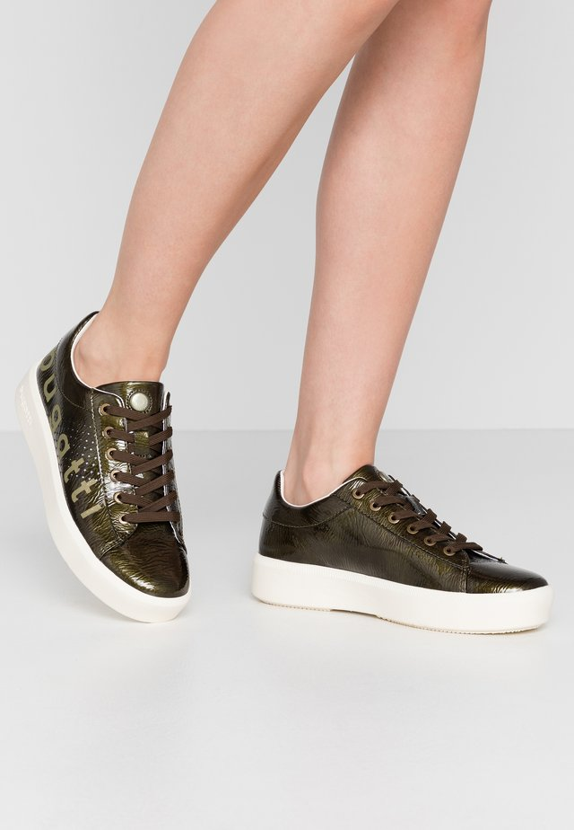 KELLI - Zapatillas - dark green