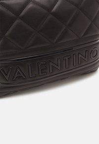 Valentino Bags - ADA - Taška spříčným popruhem - nero - 3