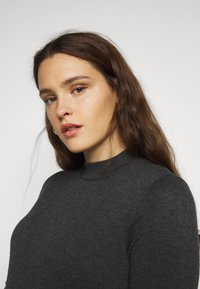 Vero Moda Curve - VMSHARM HIGHNECK DRESS - Jumper dress - dark grey melange - 3