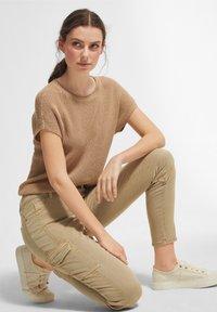 comma casual identity - Pantaloni cargo - sand - 4