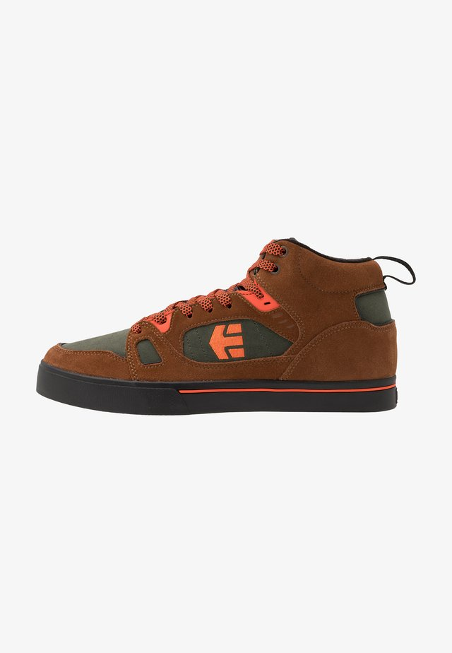 AGRON - Zapatillas skate - brown/black