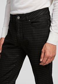 KARL LAGERFELD - Spodnie materiałowe - d01 blk c krlhd - 3