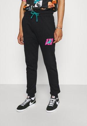 STACKED LOGO - Teplákové kalhoty - black