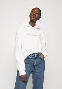 Abercrombie & Fitch - SEASONAL LOGO - Hoodie - white - 0