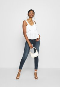ONLY Petite - ONLBLUSH LIFE MID RAW - Jeans Skinny Fit - blue black denim - 1