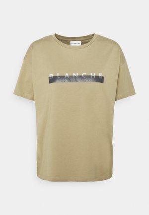 MAIN SPARE - Print T-shirt - khaki beige