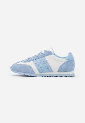 ROMIE - Sneakersy niskie - light blue