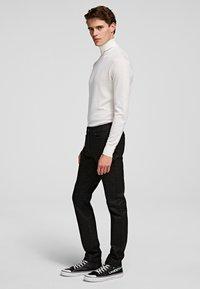 KARL LAGERFELD - Spodnie materiałowe - d01 blk c krlhd - 2