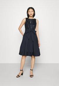 Lauren Ralph Lauren - YUKO-SLEEVELESS-COCKTAIL  - Cocktail dress / Party dress - lighthouse navy - 1