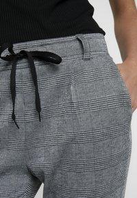 KIOMI - Tracksuit bottoms - black/white - 4