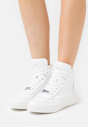 DANOI - Korkeavartiset tennarit - white