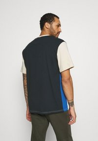 Karl Kani - SIGNATURE BLOCK TEE UNISEX - Print T-shirt - blue - 2