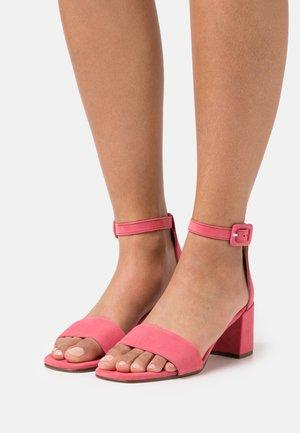 INNOCENT - Sandalen - pink