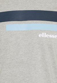 Ellesse - RIAN - Print T-shirt - grey - 6