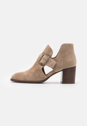 TOLON - Ankle boots - zeus sand