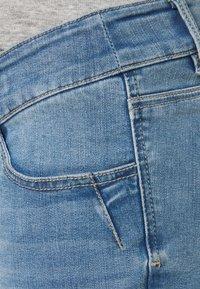 MAMALICIOUS - MLMARTINE BUMPBAND SLIM - Denim shorts - light blue denim - 2