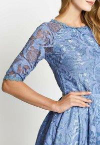 Madam-T - GLORIA - Day dress - indigo - 4