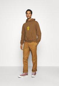 WAWWA - UNISEX LEAF HOOD - Sweatshirt - bark brown - 1