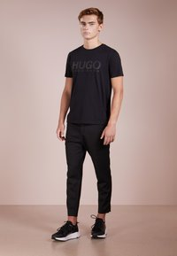 HUGO - DOLIVE - Print T-shirt - black - 1