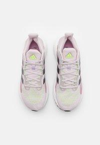 adidas Performance - SOLAR GLIDE 4 - Hardloopschoenen neutraal - ice purple/grey five/signal green - 3