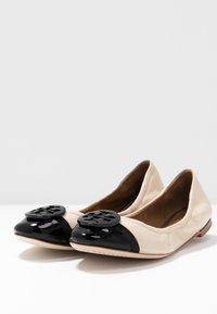 Tory Burch - MINNIE CAP TOE BALLET - Ballerine - dulce de leche/perfect black - 4