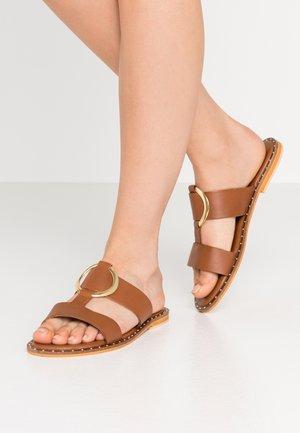DOAVA - Pantofle - caramel
