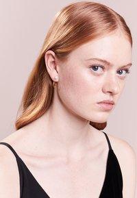 Maria Black - ELLY EARRING - Earrings - gold-coloured - 1