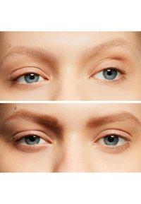 MAC - VELUXE BROW LINER - Crayon sourciles - omega - 1