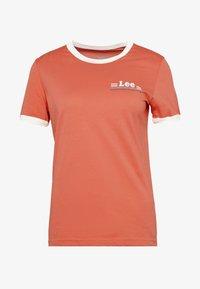 RINGER TEE - Print T-shirt - red