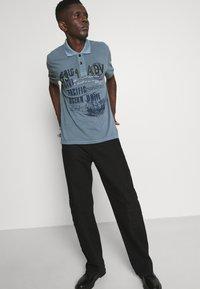 Key Largo - AGENCY - Polo shirt - flintstone blue - 3