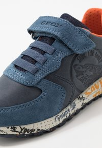 Geox - ALBEN BOY - Trainers - navy/orange - 2