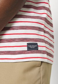 TOM TAILOR - STRIPED - T-shirt con stampa - powerful red - 4