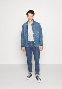 Jack & Jones - JJIMIKE JJORIGINAL - Slim fit jeans - blue denim - 1