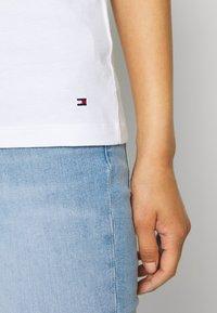 Tommy Hilfiger - CLEO REGULAR  - T-shirt z nadrukiem - white - 3
