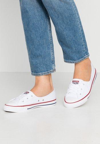 CHUCK TAYLOR ALL STAR BALLET LACE - Sneakersy niskie - white/garnet/navy