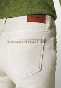 Desigual - PANT ANKLE PAISLE - Jeans Skinny Fit - white - 4