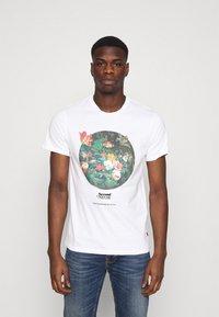 Levi's® - GRAPHIC CREWNECK TEE UNISEX - T-shirt imprimé - neutrals - 0