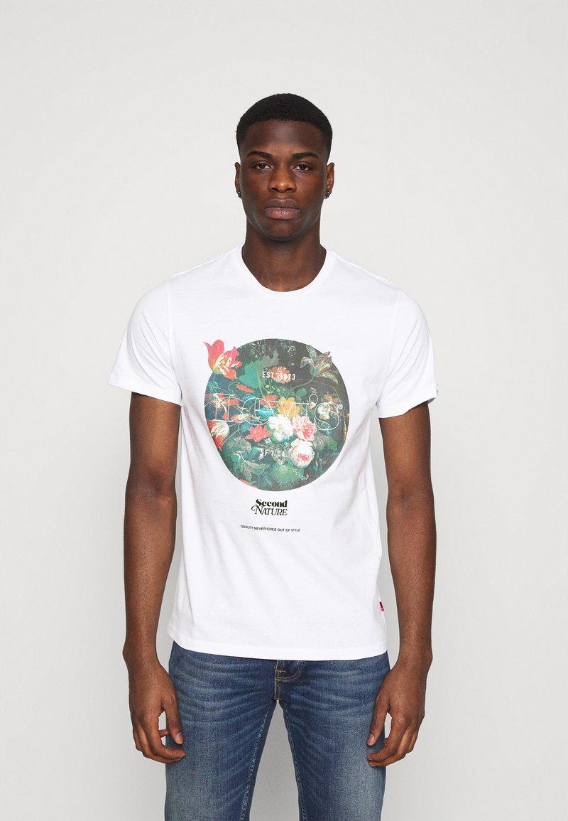 Levi's® - GRAPHIC CREWNECK TEE UNISEX - T-shirt imprimé - neutrals