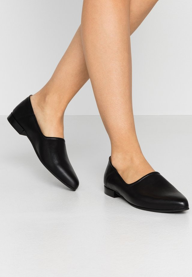 TESSA - Loaferit/pistokkaat - black