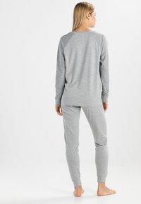 Tommy Hilfiger - ICONIC CREW NECK TRACK - Pyjama top - grey - 2