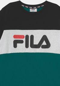 Fila - MARINA BLOCKED TEE UNISEX - Print T-shirt - storm/black/bright white - 2