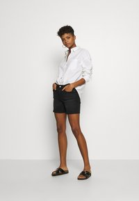ONLY - ONLBLUSH MID  - Shorts di jeans - black - 1