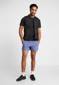 Nike Performance - CHALLENGER SHORT - Pantalón corto de deporte - blue void/heather/silver - 1