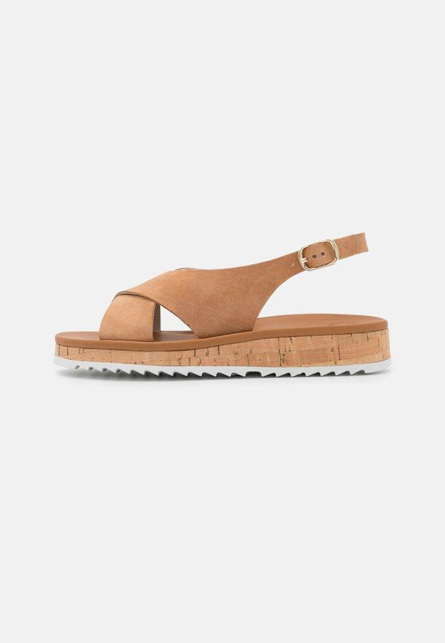 Sandalen met plateauzool - natural