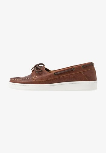 MIRANDA - Boat shoes - congac